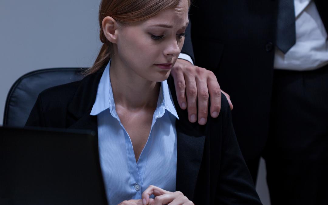 Mais da metade dos profissionais pratica ou tolera assédio no ambiente de trabalho, diz pesquisa