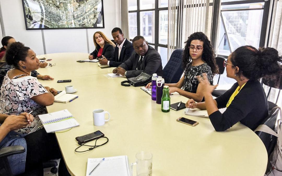 Empresas abrem vagas de trainee e estágio para negros e mulheres; veja lista