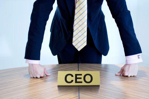O que explica os salários milionários de CEOs de empresas?