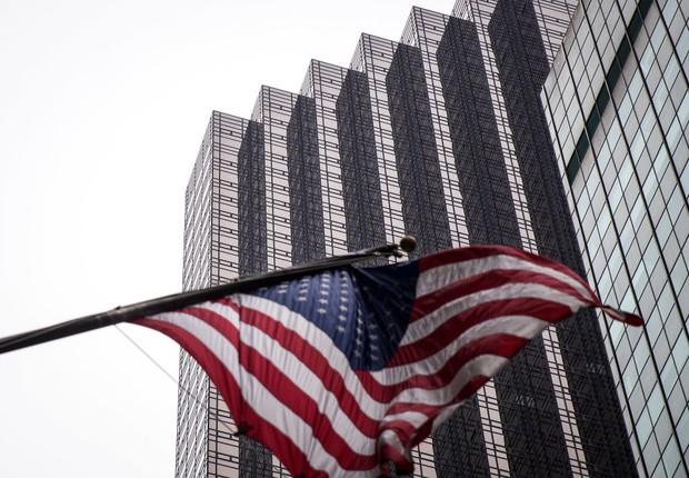 Pedidos semanais de seguro-desemprego nos EUA caem